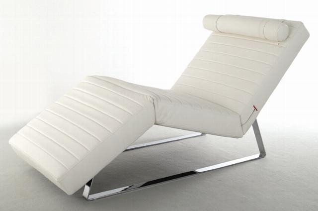 chaise-lounges