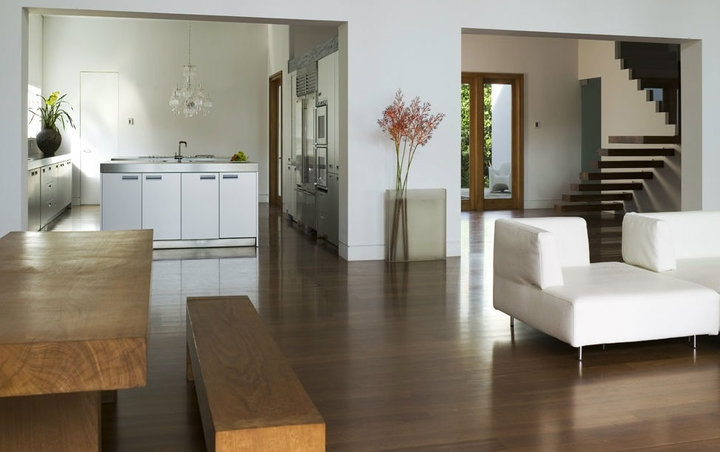 living-room-dengan-lantai-parquet-view-2