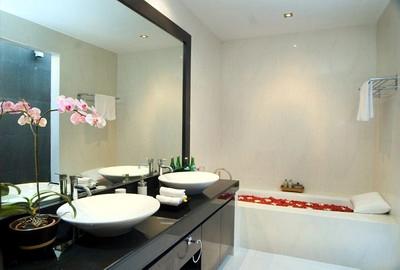 master-bathroom-pic-2