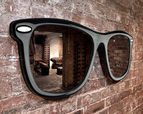 Inspirasi Desain Cermin Dekoratif Unik Berbentuk Kacamata Trendi