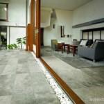 Membersihkan Bagian Bangunan Yang Ditumbuhi Jamur Dan Lumut