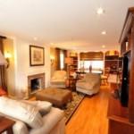 Desain Interior Ruang Tamu dengan Konsep yang Maskulin
