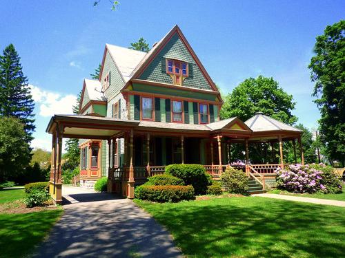 Desain arsitektur rumah resort bergaya victorian