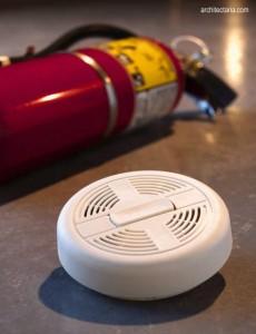 alat pemadam kebakaran (fire extinguisher) dan pendeteksi titik api (fire detektor)