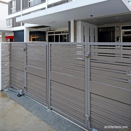 perbandingan antara pagar besi dan pagar kayu pt