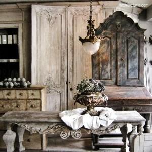 lemari dan meja antik ala prancis