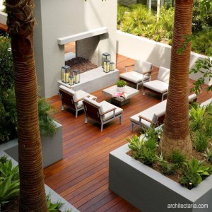 patio dengan lantai deck kayu