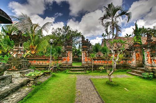 Desain Taman Ala Bali Hadirkan Nuansa Tradisional Bali Di Rumah