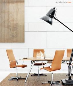 ruang kantor dengan meja mungil
