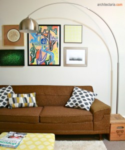 sofa dan floor lamp