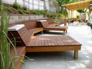 kursi kayu untuk patio