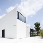 Fleuve: Rumah dan Salon dalam Satu Bangunan oleh Apollo Architects & Associates