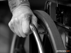 orang tua dan kursi roda_1