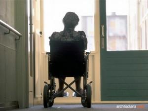 orang tua dan kursi roda_2