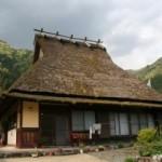 Atap dari Jerami: Metode untuk Memanfaatkan Material Tradisional