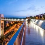 Lift Outdoor Berlapis Baja Sebagai Penghubung kota-kota di Pamplona karya AH Asociados
