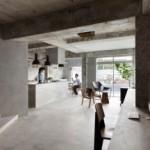 Concrete Apartment Karya Airhouse Design Office: Saat Fashion Menyatu dengan Kehidupan
