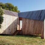 Paviliun Kayu Angular Karya h2o Architectes yang Berfungsi sebagai Gudang Penyimpanan Anggur di Perancis