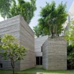 Desain Rumah Unik Menyerupai Pot Tanaman dengan Pohon Tumbuh di atas Rooftop Karya Vo Trong Nghia Architects di Vietnam