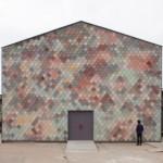 Desain Bangunan Studio dengan Eksterior Fasad dari Ubin Warna – Warni yang Atraktif Karya Assemble, London