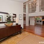 Memanfaatkan Serambi atau Foyer, Sudut Di Balik Pintu yang Nyaris Terlupakan