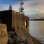 Desain Eksterior Sauna oleh Partisans yang Dirancang Layaknya Gua Tepi Danau