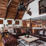 Dekorasi Interior Rumah Bergaya Rustic Dipadukan dengan Aksen Tradisional