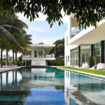 Desain Interior Mewah nan Berkelas untuk Real Estate Tropis karya Poggi Design