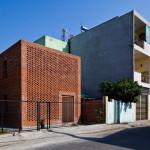 Rumah Bata karya Tropical Space dengan Konsep yang Mengadopsi Rumah Rayap