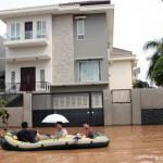Bagaimana Mengalirkan Air Hujan Keluar Dari Rumah Anda