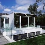 Desain Rumah di Kawasan Konservasi : Covert House