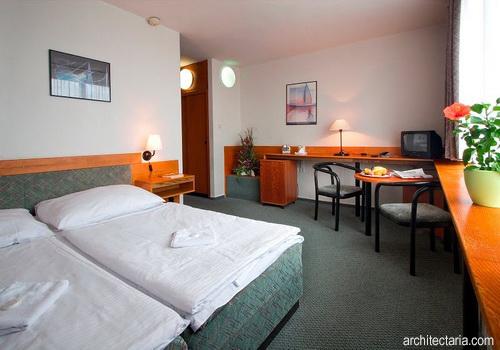 Desain interior hotel berbiaya rendah low budget hotel for Low budget hotel
