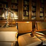 Mendesain dan Mendekorasi Interior Kantor Konsultan Hukum (Law Office)