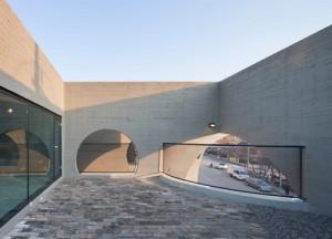 desain-gedung-concrete-concave-21