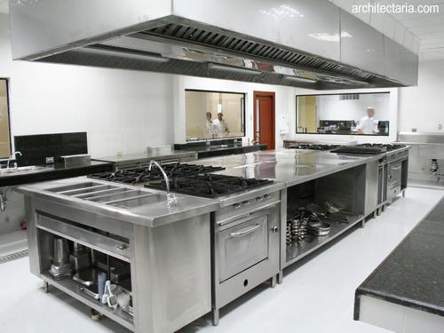 Desain Interior Dapur Restoran yang Modern Berbahan Stainless Steel