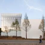 Desain Blok Galeri Putih dengan Fitur Fritted Glass Layaknya  Embun Pagi