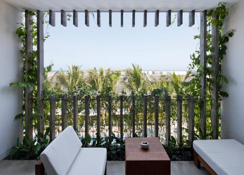 Desain Taman Gantung Pada Fasad Hotel 12