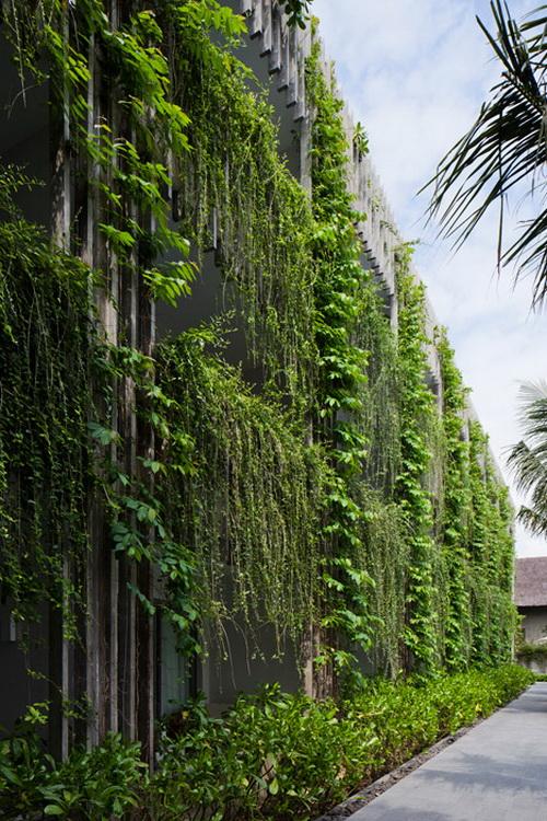Desain Taman Gantung Pada Fasad Hotel 18