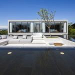 Studio Desain MIA Membuat Rumah Dengan Kolam Renang di Atap Untuk Sebuah Resort Pantai di Vietnam
