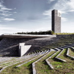 Lanskap Bertingkat Mengelilingi Struktur Beton dan Batu Masjid Sancaklar Karya Arsitek Emre Arolat