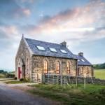 Gereja Abad ke-19 Diubah Menjadi Cottage Yang Menawan Untuk Berlibur