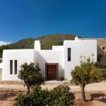 Desain Rumah Modern Country di Ibiza Yang Memberikan Kenyamanan dan Tampilan Mewah