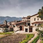 Desain Rumah Bergaya Rustic Direhabilitasi Dengan Sentuhan Gaya Modern