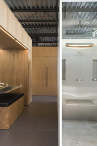 desain-rumah-kaca-bergaya-industrial-25