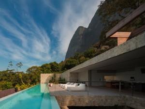 desain-rumah-tepi-laut-di-brazil-2