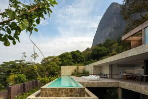 desain-rumah-tepi-laut-di-brazil-3