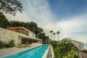 desain-rumah-tepi-laut-di-brazil-4