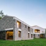 Renovasi Rumah Pertanian yang Terabaikan Menjadi Sebuah Rumah Modern