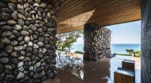 desain-rumah-kontemporer-dengan-dinding-batu-9