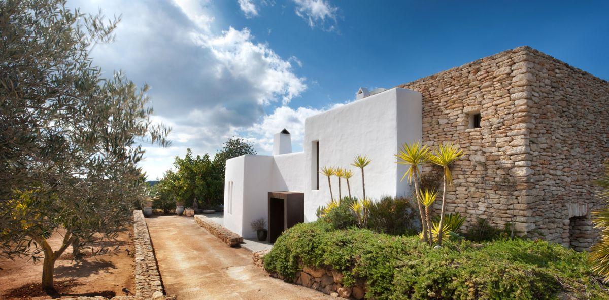 Desain Rumah Modern Country di Ibiza Yang Memberikan Kenyamanan dan